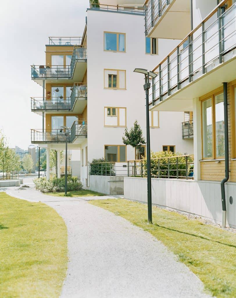 boligblokk-uteområde